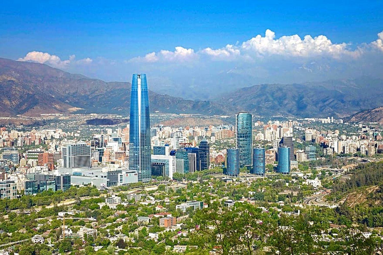 Skyline de la ciudad de Santiago de Chile.