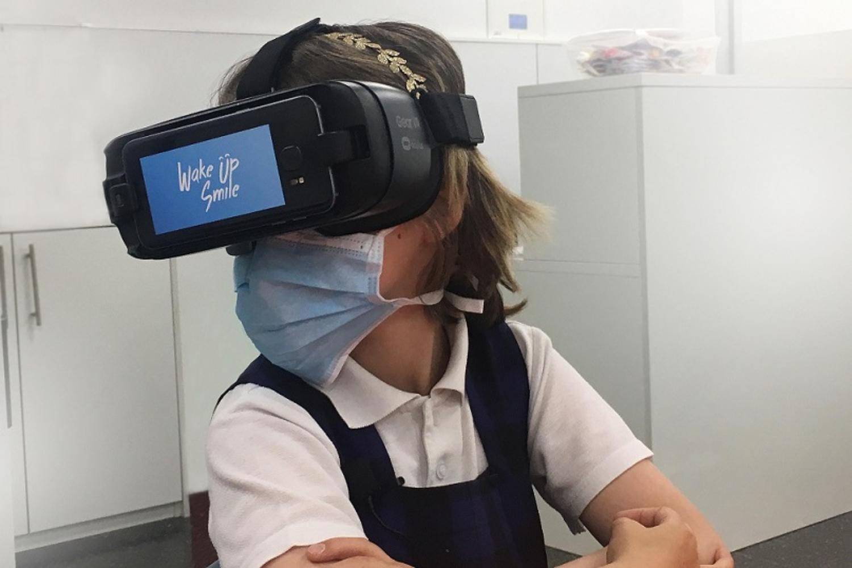 WakeUp & Smile crea con realidad virtual, terapia en hospitales y residencias de Mayores