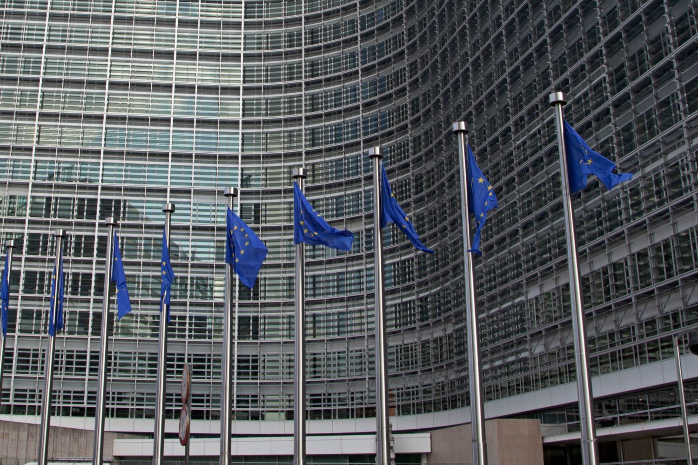 Banderas de la Unión Europea frente a la Comisión Europea.