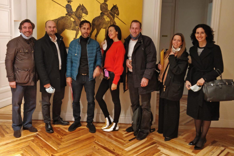 Foto de los fundadores de Tu Techo al Lecho con sus inversores.