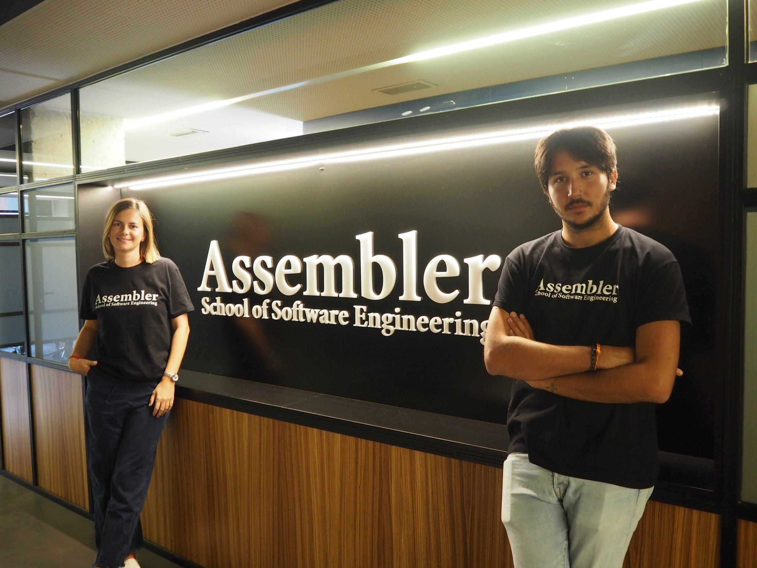 Assembler School, fundada por Cristian Fondevila yKasia Adamowicz, nació en junio 2019 de la necesidad empresarial de encontrar programadores altamente cualificado