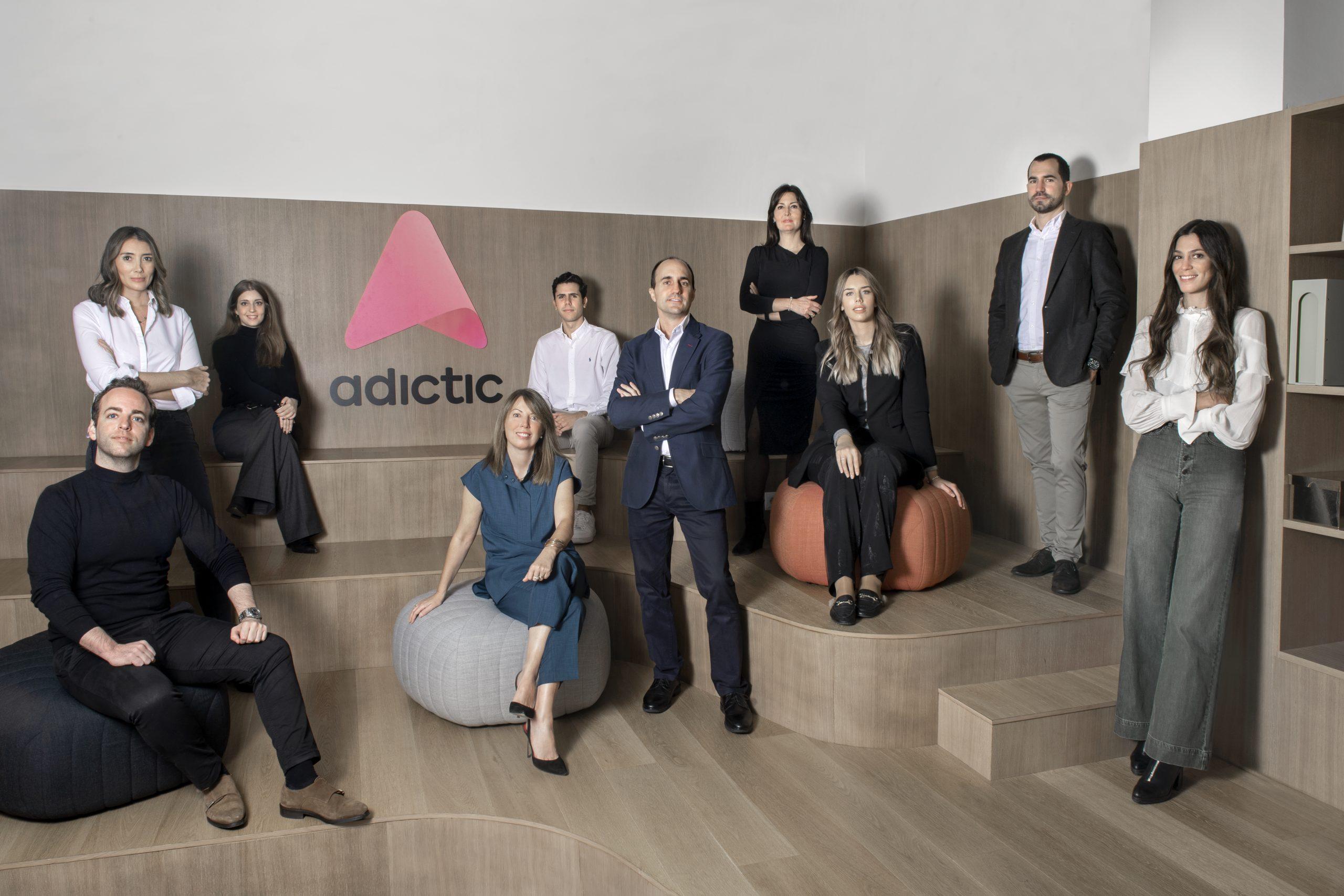 Adictic es la nueva aplicación dirigida a los profesionales y a los amantes de la moda que buscan un lugar único donde conectar y formar parte de una gran comunidad.