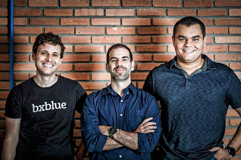 Fabricio Buzeto, Gustavo Gorenstein y Roberto Braga, cofundadores de Bxblue.