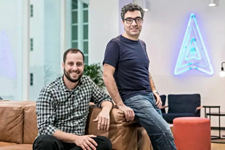 Gabriel Braga (CEO) y André Penha (CTO), fundadores del proptech brasileño QuintoAndar.