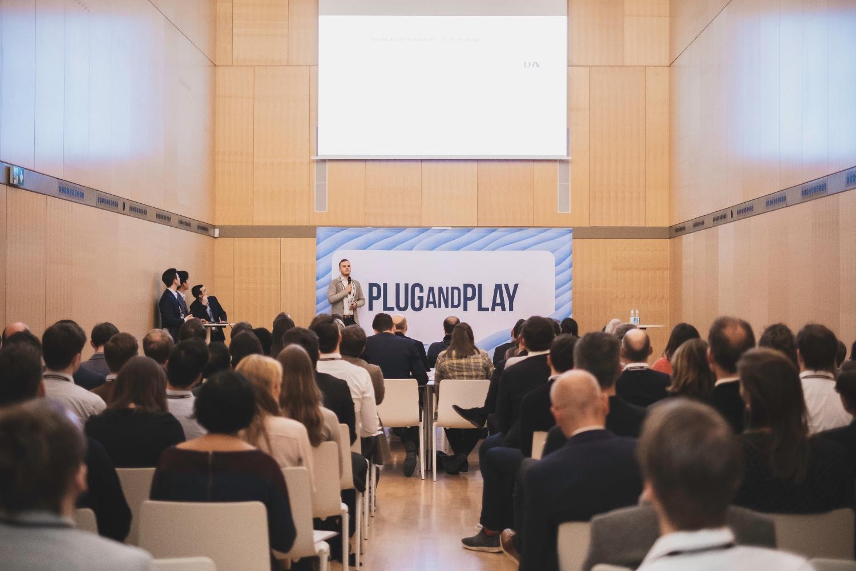 DKV y Plug and Play innovación seguros y salud