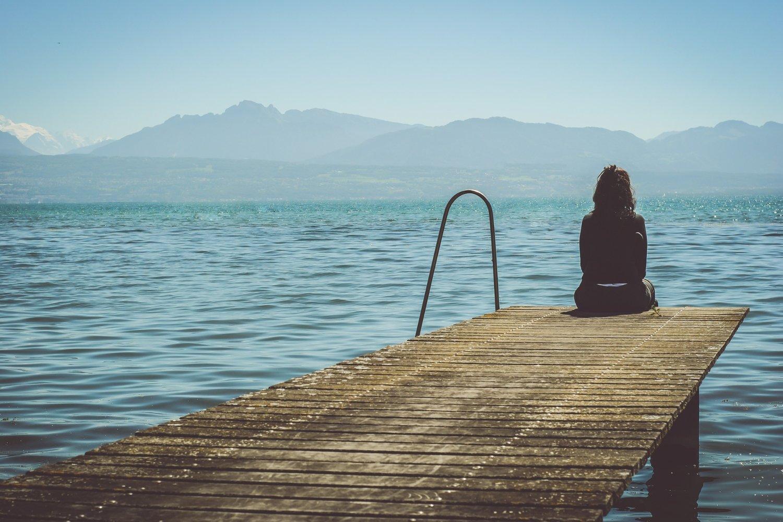 Mujer solitaria.