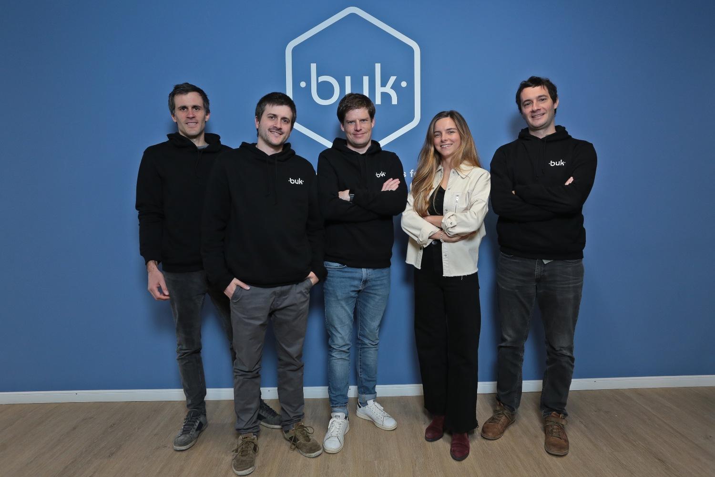 Ricardo Sateler, Felipe Sateler, Santiago Lira, Teresita Morán y Jaime Arrieta, equipo fundador de Buk.
