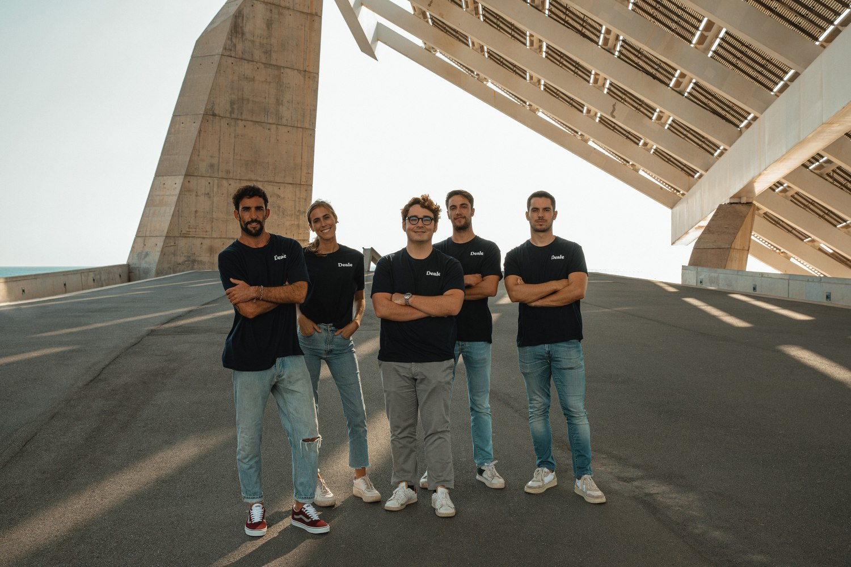 Foto de equipo de Deale.