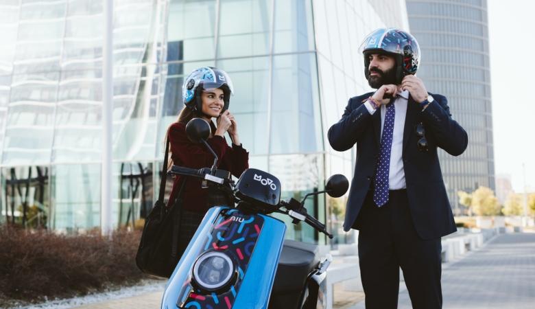 Cabify integra las motos y los patinetes eléctricos de MOVO en su app